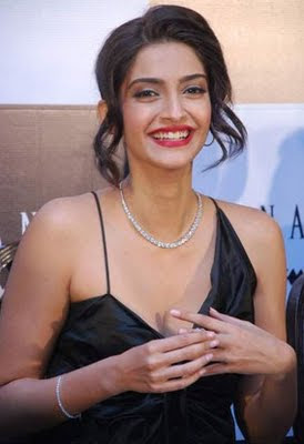 Bollywood actress sonam kapoor in Designer Diamond Jewellery