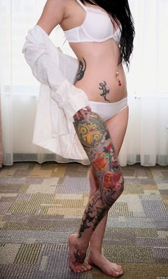 Sexy Tattooed Girl with Lizard Tattoo Design on her Abdomen