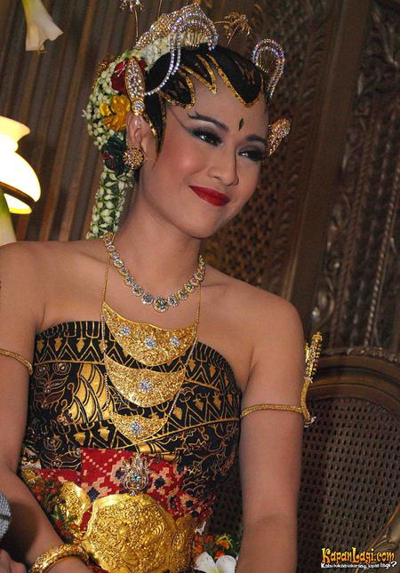 Dian Sastrowardoyo - Photo Gallery