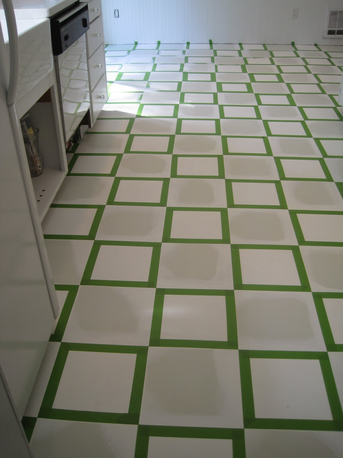 Beautiful nest painted vinyl floor for Can you paint vinyl tile
