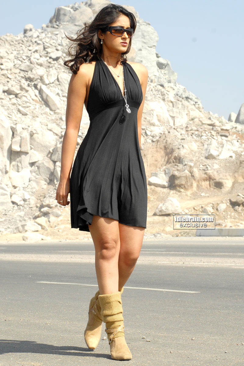 Ileana Sexy Pics in Black Dress