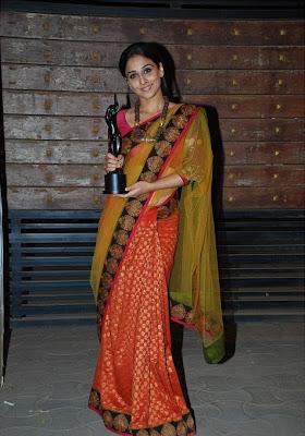 Vidya Balan in Sabyasachi saree at the 55th Filmfare Awards 2010