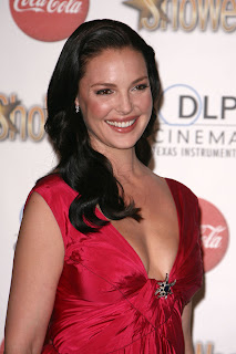 Hot Katherine Heigle in Red Gown Pictures