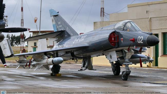 Agregados militares extranjeros visitan la Base Naval Puerto Belgrano SUE202+B