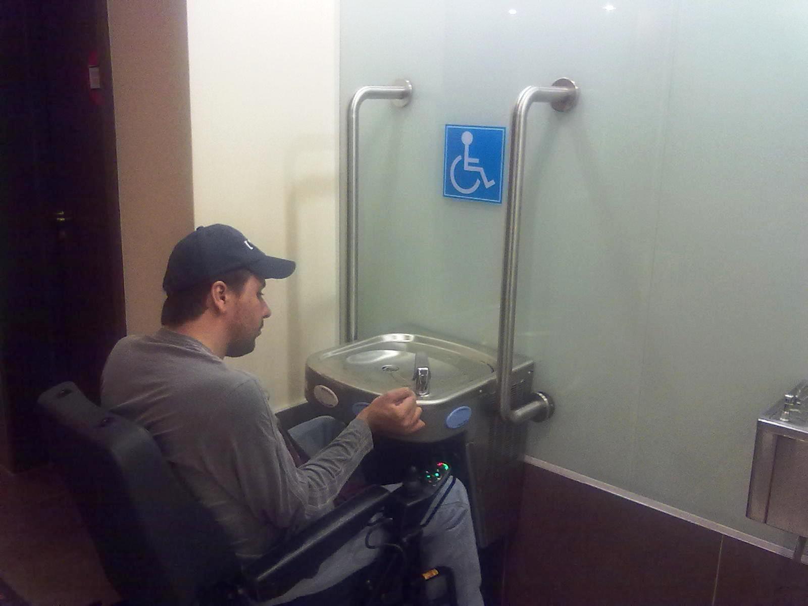Acessibilidade no Cinemark de Campo Grande Acessibilidade na  #346493 1600x1200 Banheiro Cadeirante Nbr 9050