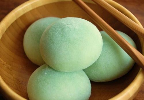 -http://1.bp.blogspot.com/_uOboqselkE8/TC4m2t2SZHI/AAAAAAAAAIg/AELjoCiFaWk/s1600/mochi-japanese-traditional-food.jpg