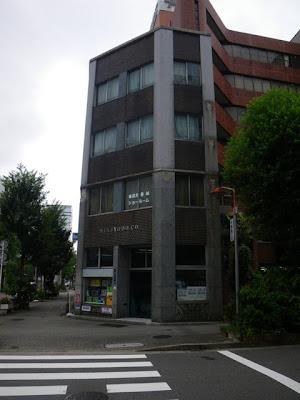 長者町繊維街のやや古い建物(横から)
