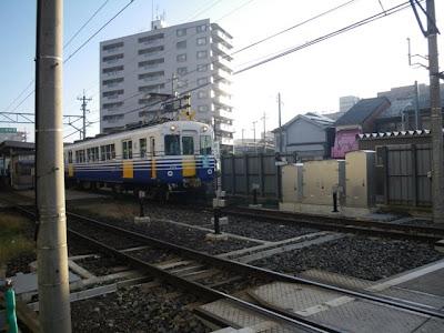 福井口駅付近の上り列車