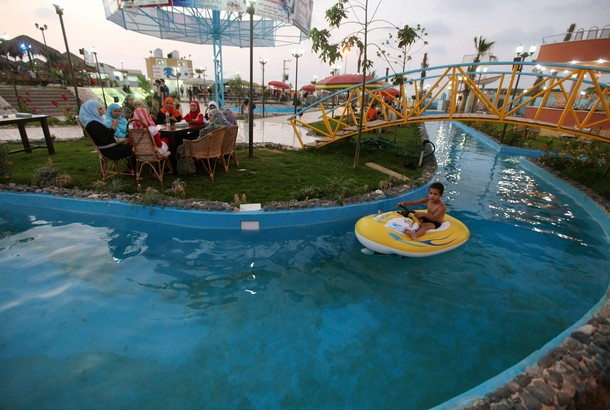 [Image: waterpark2.jpg]