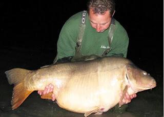 Britânico pesca carpa de 45kg