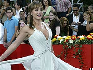 Mulher tenta envenenar Gabriela Spanic