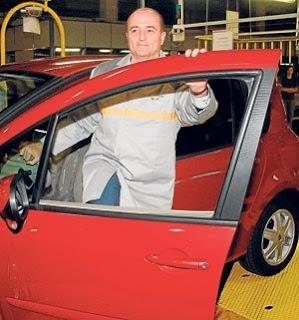Ministro Industria visita factoría automóvil