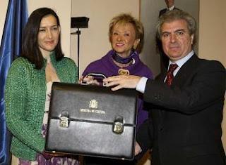 La Ministra Ángeles González Sinde, junto a la Vicepresidenta del Gobierno y el anterior ministro Cesar Antonio Molina