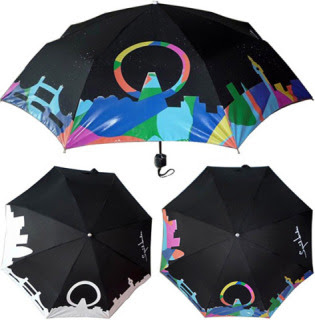 Ooooh.... Aaah.... Without this colour-changing umbrella, how would you EVER know when it was raining out?!