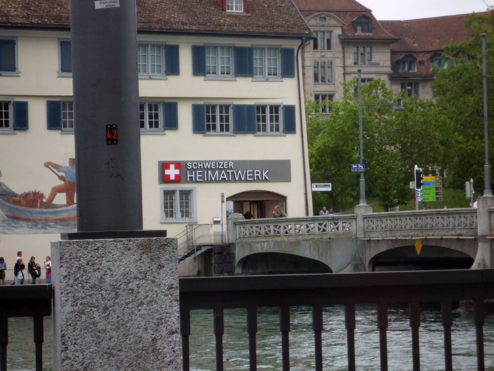 photo blog along the limmat after the church. Black Bedroom Furniture Sets. Home Design Ideas