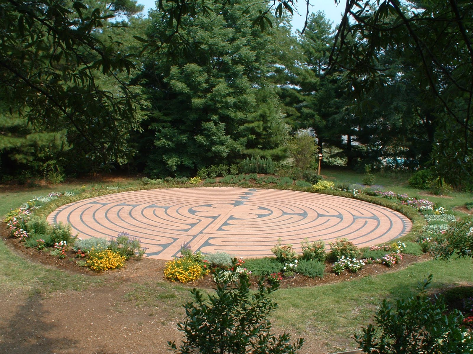 Self sustainability and the center of peace labyrinths for Garden labyrinth designs