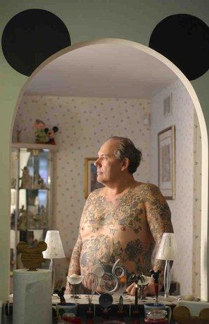 amor tatuajes. A pesar de que George Reiger es famoso por estar completamente tatuado con