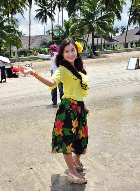 Myanmar Popular Model Girl, Wutt Hmone Shwe Yi