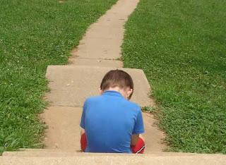 http://1.bp.blogspot.com/_uXITk3hmP-M/Sn6ccOVUGzI/AAAAAAAAAPI/jyCoDOl06dA/s320/sad-boy1.jpg
