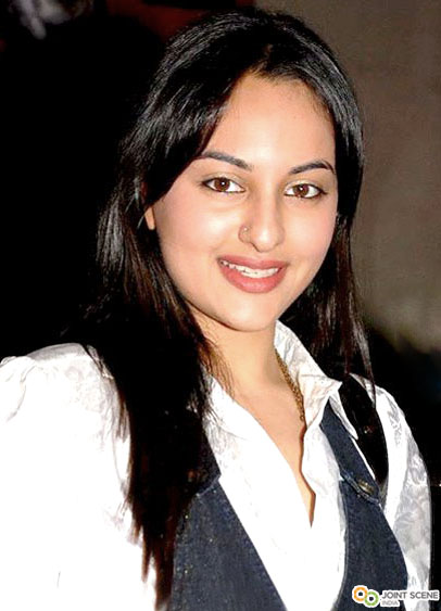 Bollywood Hot Actress Sonakshi Sinha Wallpapers
