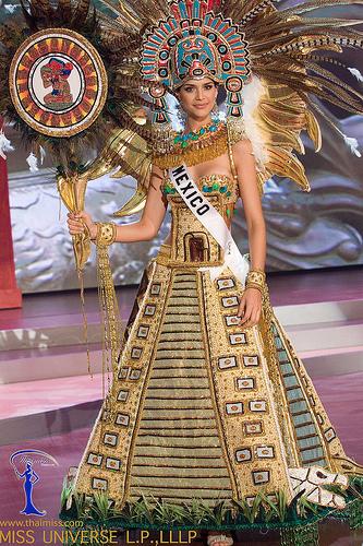 Vestido Estilizado De La Piramide De Teotihuacan Portado Por La