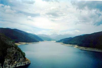 lacul-Vidraru-Lake