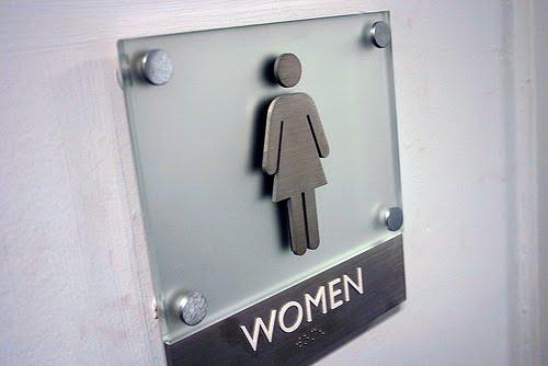 Time da Dany Outubro 2010 -> Banheiro Feminino Texto