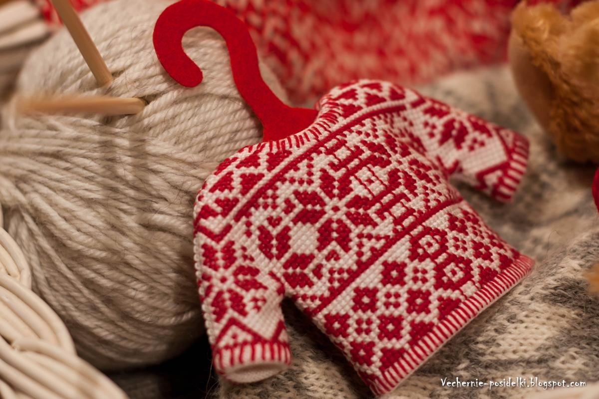 """Мне эта схема сразу приглянулась, но когда пришла идея сделать  """"настоящий """" свитер на вешалке, сразу кинулась вышивать."""