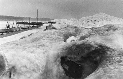 Bøgeskov Havn - isskruninger - klik for større billede