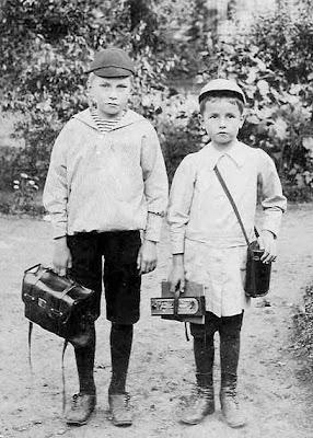 2 skoledrenge anno 1915 - klik for større billede