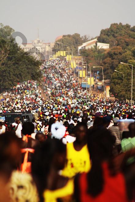 """8 kms de carnaval Bissau-Guinnéen!"""