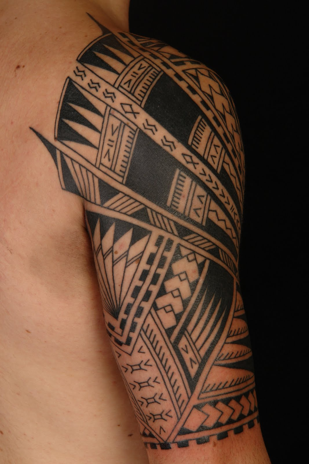 maori polynesian tattoo samoan polynesian half sleeve tattoo. Black Bedroom Furniture Sets. Home Design Ideas