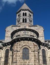 La iglesia románica de Saint Nectaire, Francia
