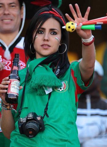 Bellezas del mundial. Mexicana+cerveza