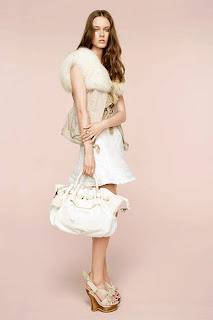 сиво - Облекло, мода, елегантност - Page 2 NINA+RICCI+-+resort+2011+-+9
