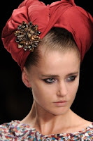 сиво - Облекло, мода, елегантност - Page 3 Issaspringrtw2011beauty020_runway