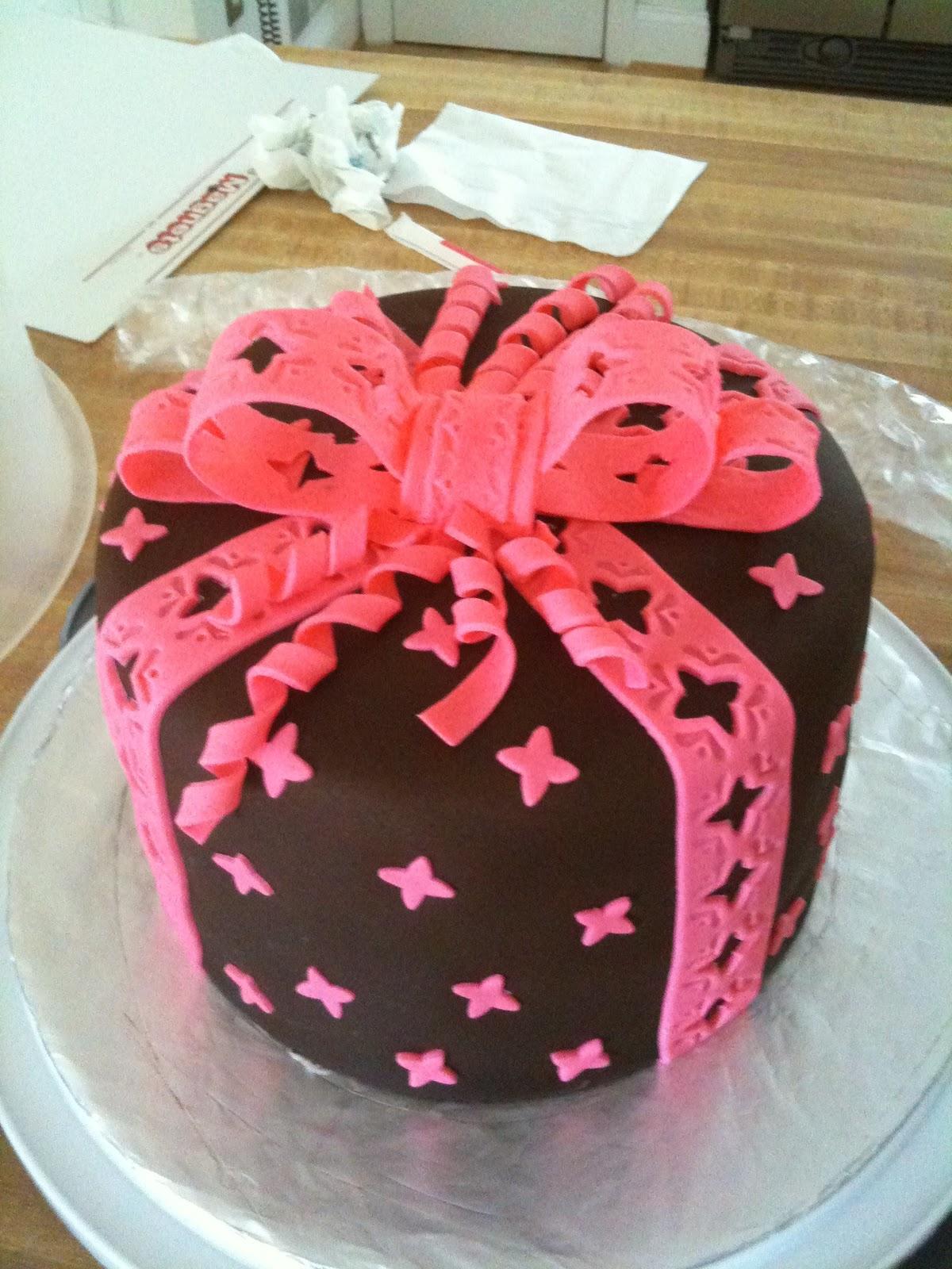Voluntier Cakes Fondant Cakes