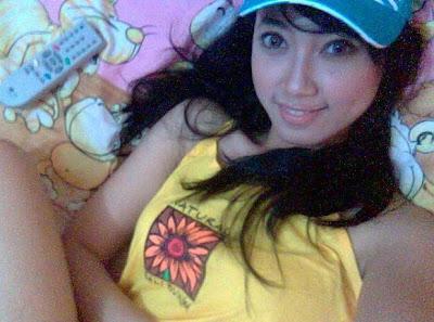 http://1.bp.blogspot.com/_ul9OkV7e8xw/Sgv2hPnbEWI/AAAAAAAAUIw/C7t2i908uB8/s400/pramugari+sexy+hot+and+bugil.jpg