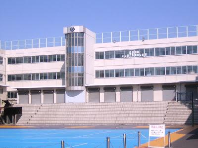 ~ Guide de Arashi Gakuen ~ 800px-Horikoshi_High_School_%28school_building%29
