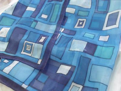hundertwasser inspiráció selyemkendő ajándékba