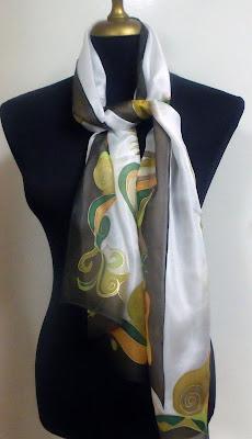 kézzel készített elegáns selyemkendő ajándékba