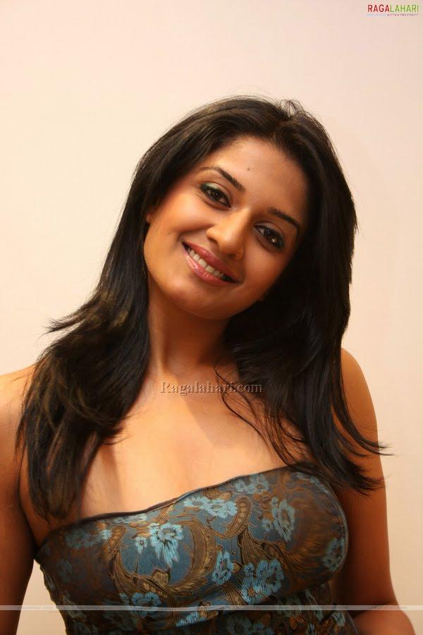 Hot and Homely Actress: Hotty Vimala Raman