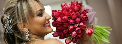 Buquê de casamento feito com tulipas