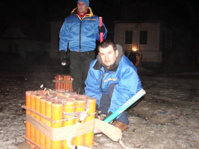 pregatire foc de artificii Rimetea 2009 Sfarsag