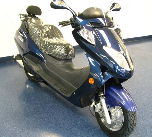 my scooter for sale my touring moped big gas scooter w radio cd player. Black Bedroom Furniture Sets. Home Design Ideas