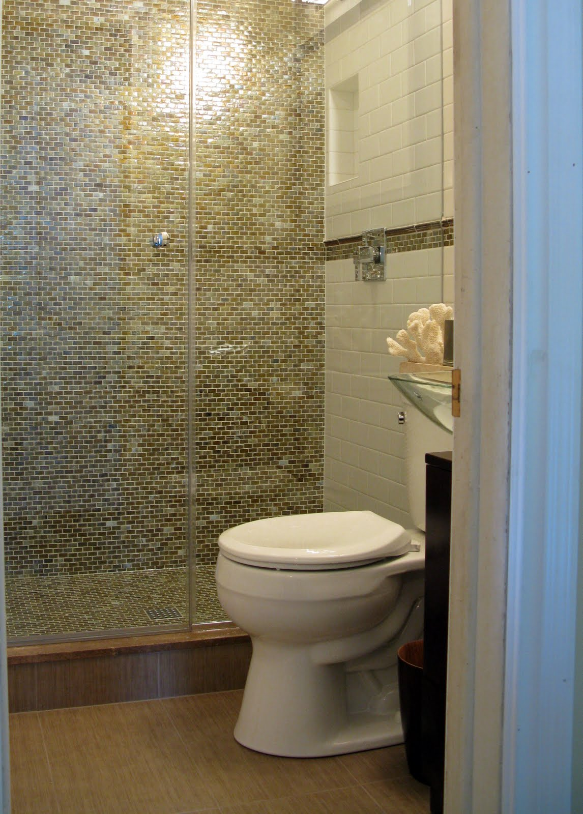 Loveyourroom make the most out of a small bathroom for 2016 small bathroom trends