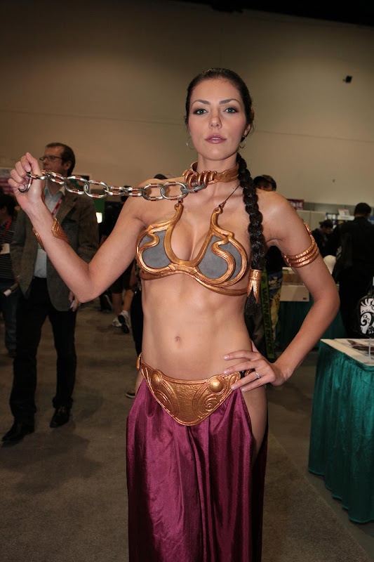 ADRIANNE CURRY Dress as Princess Leia at the Comic Book Convention ...