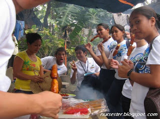 nursing students eating