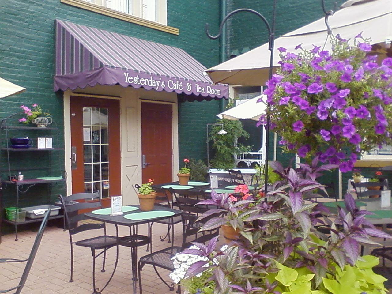 [tea+room+patio]