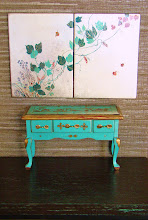 Side table with chinoiserie and Screen - decorated over silver leaf